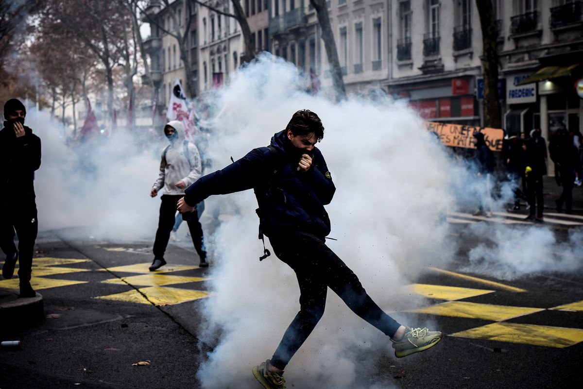 Bloomberg: France to Probe Possible Russian Influence on Yellow Vest Riots