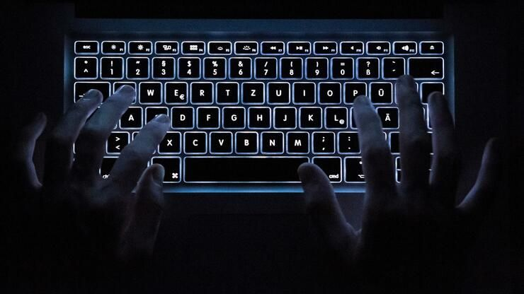 Handelsblatt: Im Kampf gegen Propaganda und Manipulation im Internet ist die EU machtlos