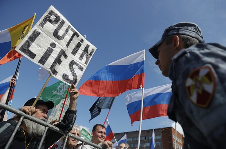 LRT: Bust spies, fine Facebook, foster elves: how to counter Russia's actions – report