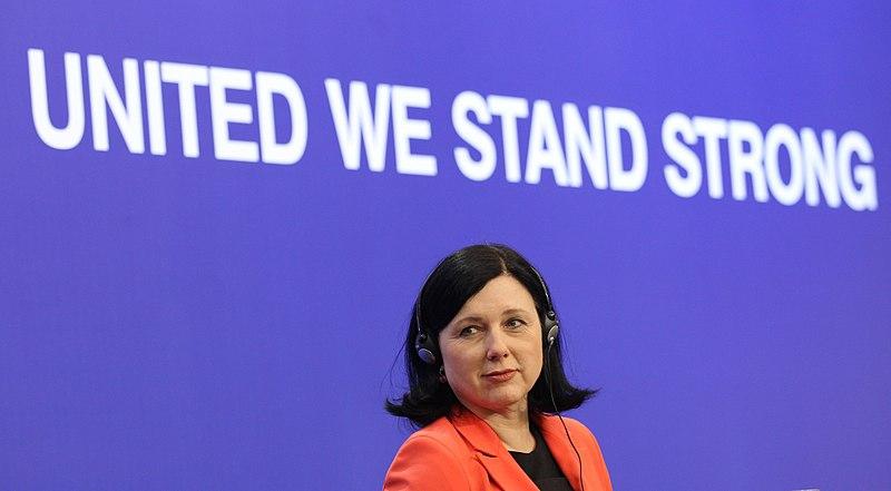 """CyberDefence24: """"Nasza demokracja zostanie utracona, jeśli będziemy obojętni"""". Jourová przedstawia plan na dezinformacje"""